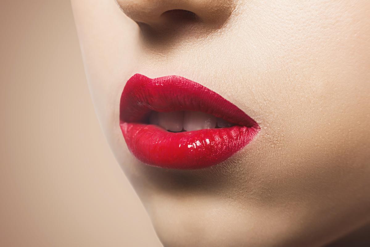 Teeth Whitening - Wear Smudgeproof Lipstick